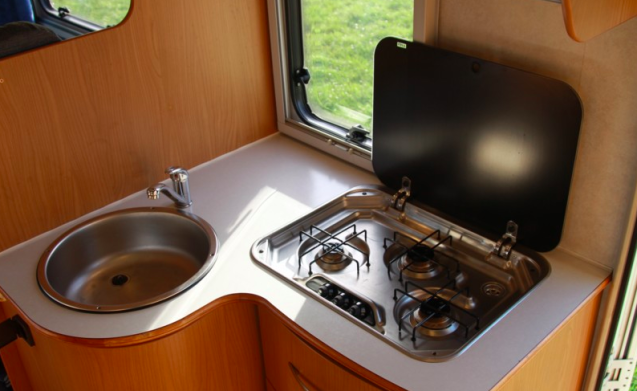 Blucamp Sky 400 - Cozy family camper with 7 places to sleep!