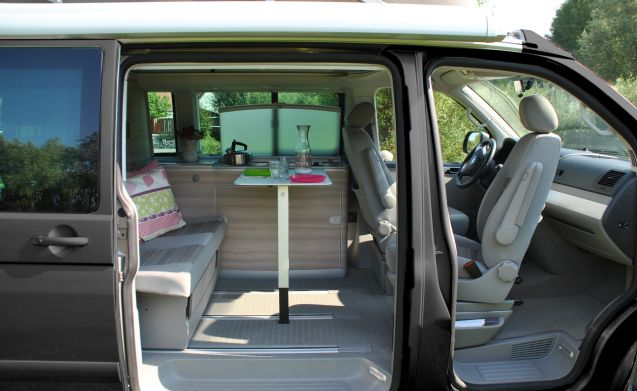 Antraciet grijze California – Anthracite gray compact Volkswagen T5 California - mileage-free
