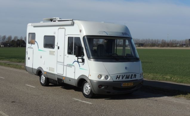 Hymer B 524 - 3 sleeping places - with inverter and complete inventory