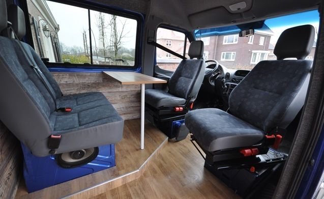 Type 6 – Nice hip bus camper with fixed bed