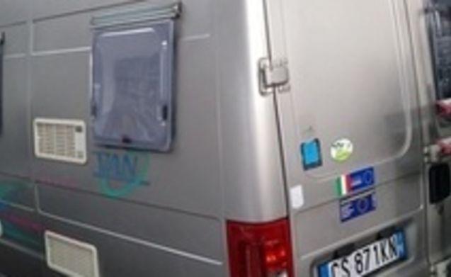 Roma –  Van furgonato FIAT ADRIA