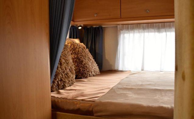 Delightful spacious Knaus Traveler