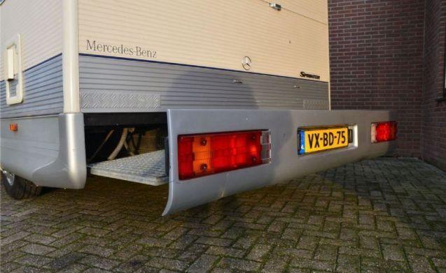 Nette gezinscamper (Italiaanse opbouw) met sterke Mercedes motor.