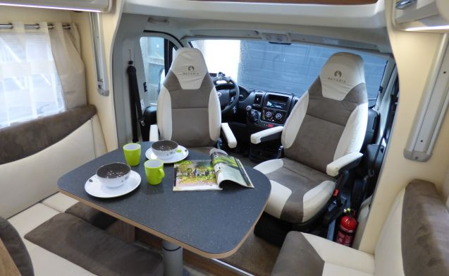 Neptunus on the road – New camper with 2 single beds and double fold-down bed