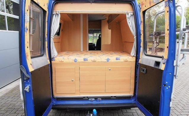 The Blue Van – Nice camper bus with roof rack and 3 sleeping places, ideal!