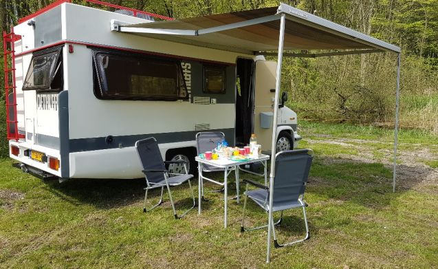 """""""GOOG VIBES"""" – """"Good Vibes"""" RETRO CAMPER WITH AIRCO !!"""