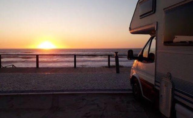 Camper al tramonto