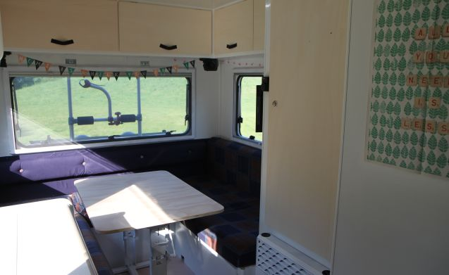 Friendly Camper – Renovated family camper!