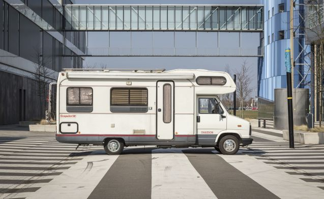 Solide 6-persoons alkoof camper