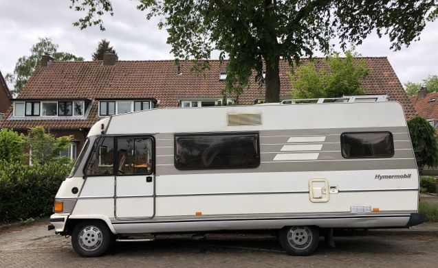 Henk – Retro family camper