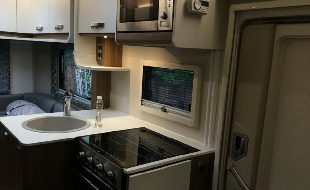 Beego – 6 Berth 2017 Swift Escape 685 Motorhome