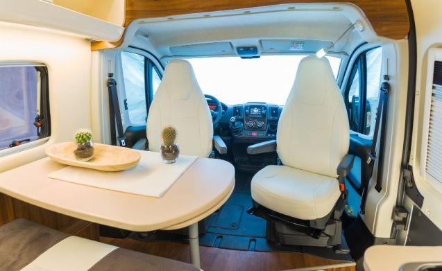 Heel mooi camperbusje te huur - Benivan 118