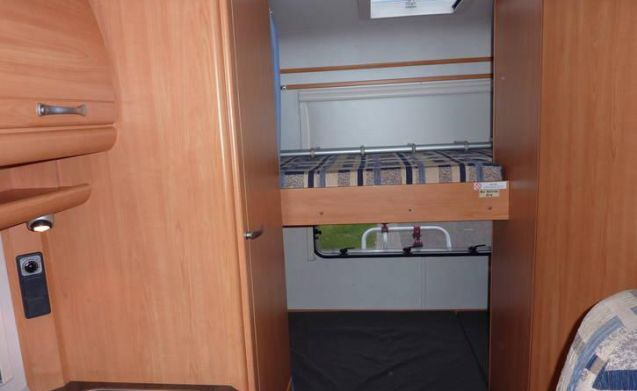 Compact 4 person camper with bunk bed