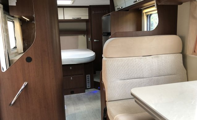Camper 1 – Very spacious luxury 4 person camper