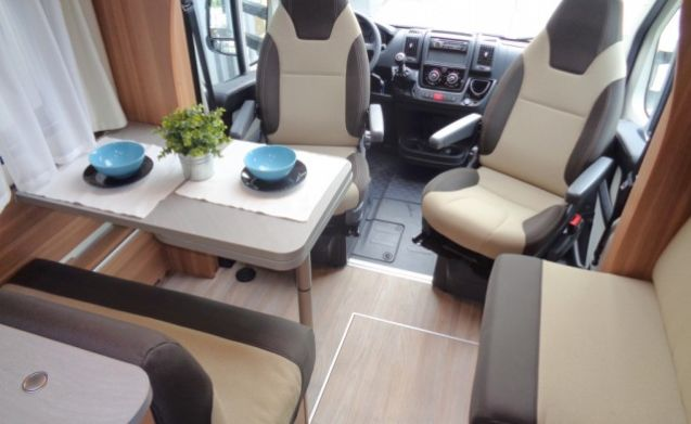Luxury camper with 4 beds / PF4