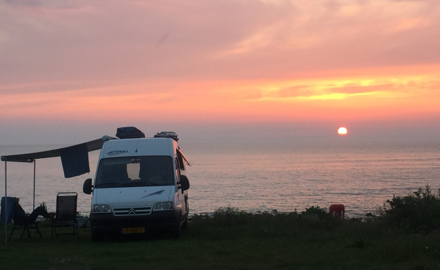 Perfect Break – The Perfect Break - Beautiful 2 person bus camper