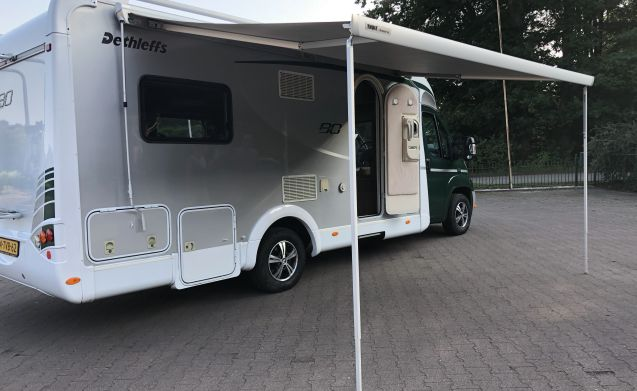 Neat and complete camper