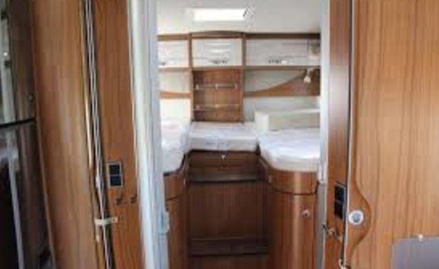 Hymer T678 Golden limitato in affitto per una meravigliosa avventura di viaggio
