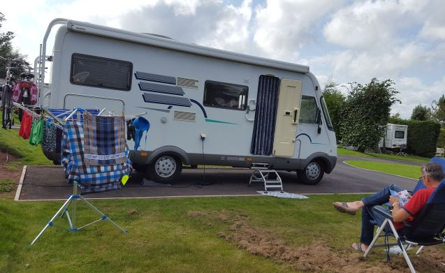 Home is where the heart is – Spacious and complete 4-person integral Hymer B644