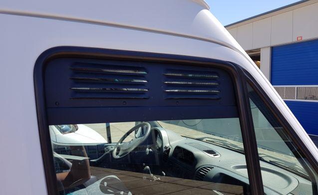 Happy Sprinter! – Nette eenvoudige Mercedes Sprinter bus voor happy campers (2 pers.)