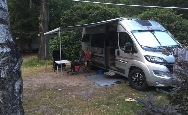 Ontdek de vrijheid met onze mooie 2 persoons camper.