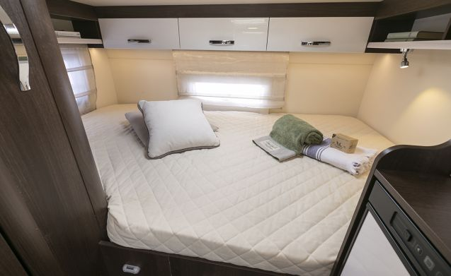 ROLLERTEAM ZEFIRO 6 BERTH new luxury styled MOTORHOME with storage