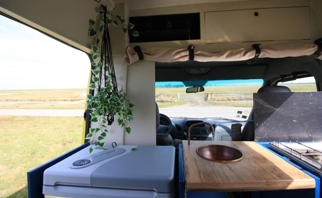 Perfect voor de winter – Unique camper in which you can relax but also celebrate life.