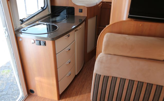 For rent, luxury camper with all amenities!