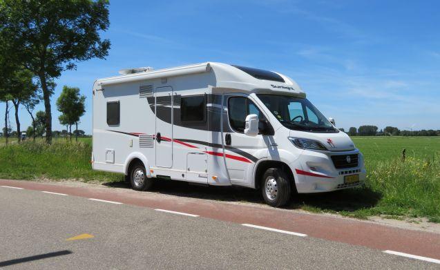 SUNLIGHT T64 Luxus 4 Personen Camper von 2015