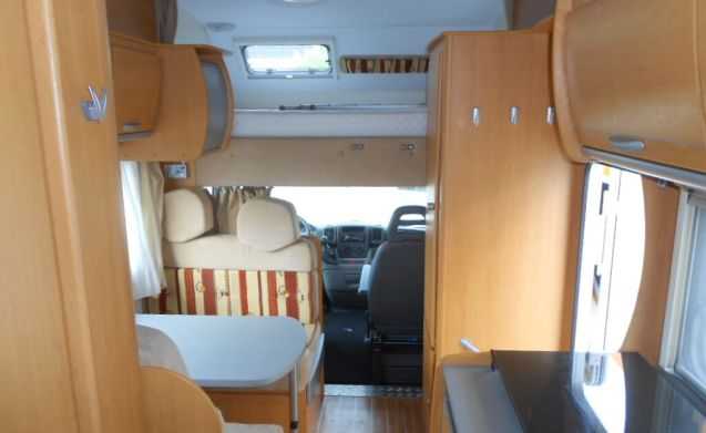 Ruime gezinsvriendelijke 6 persoons camper - Fiat Ducato