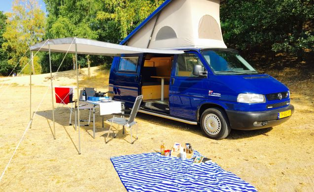 Spacious and complete VW 2.5 TDI camper (2003) with air conditioning and cruise control