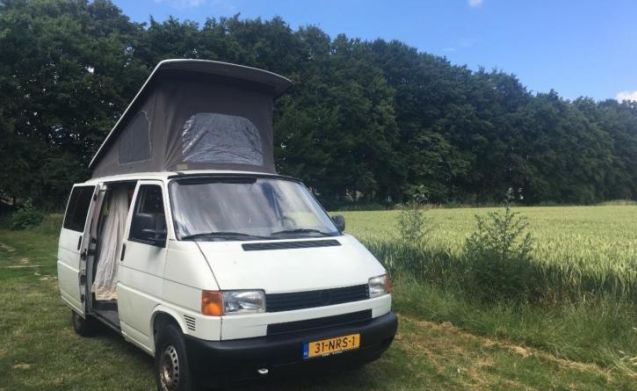 Complete and compact Volkswagen T4 camper with sleeping space for 4 people