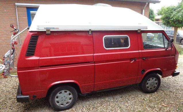 het rode draakje –  Compact nostalgisch Volkswagenbusje