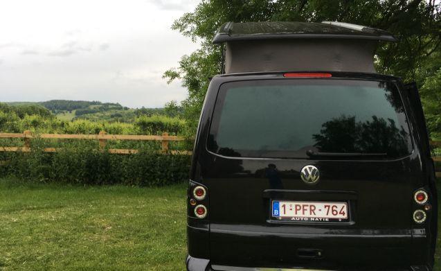 Macchina VW T5 California Comfortline: la tua vacanza, la tua libertà!