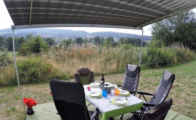 Gemak - zekerheid en vrijheid – Luxe jonge camper te huur Limburg voor actieve senior en avontuurlijk gezin