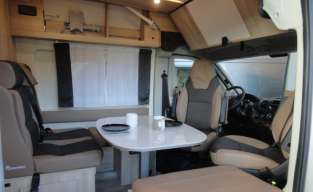 NEW camper Van Dreamer Family 5 to 6 people, for rent, Ypres + towbar