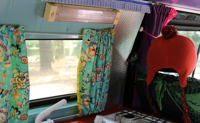 Hippiebusje Fay – Colorful (inside & outside) hippie van VW T3 Fay