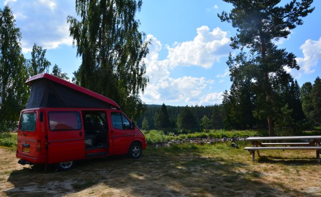 Nugget – On an adventure with a cozy camper 'the Nugget'