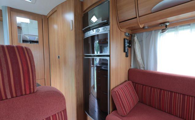 integraal B-544-SL – Hallo, wir sind Henk & Maria mit ihrem Luxus-Camper mit allem Drum und Dran