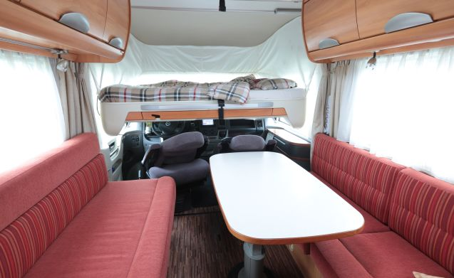 integraal B-544-SL – Hello, we are Henk & Maria with their luxury camper with all the trimmings