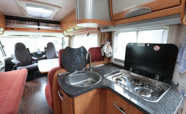 integraal B-544-SL – Ciao, siamo Henk & Maria con il loro camper di lusso con tutti i fiocchi