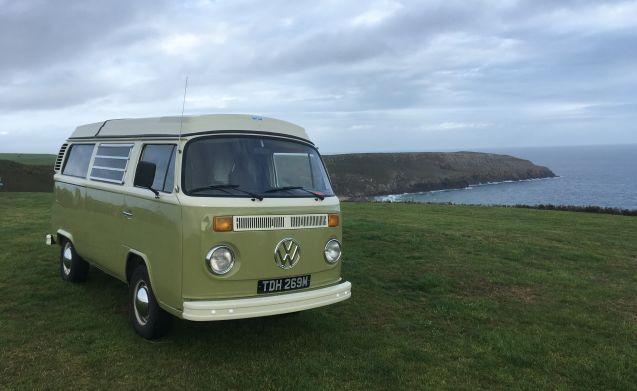 Dave – Klassisches VW-Bucht-Fenster Glampers Van in Nordwales