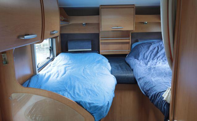 Compacte camper met 2 aparte bedden
