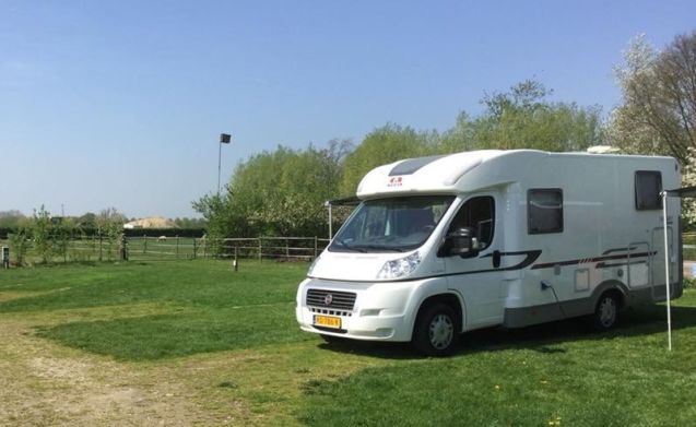 ADRIA with 2 SINGLE BEDS and LARGE GARAGE (660 cm)