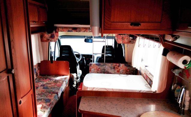 Camper molto spazioso e abitabile adatto alle famiglie con bambini