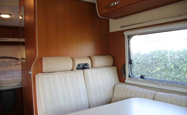 Super nice Mc Louis 4 person camper with various extras