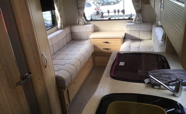 Huur My Luxurious 2018 Eldiss 195 4 Berth Camperplaats