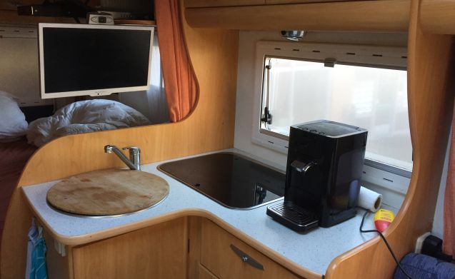 Spacious Chausson 74, half integral, to rent for the great adventure !!!