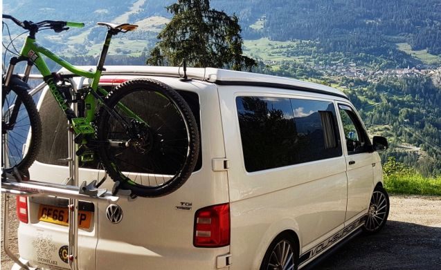 Snowflake T6  ❄️ VW camper for hire from £100 for off season