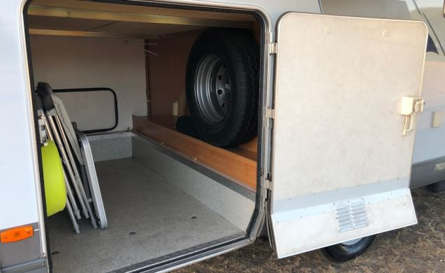Comfortable and neat Hymer (family) camper!